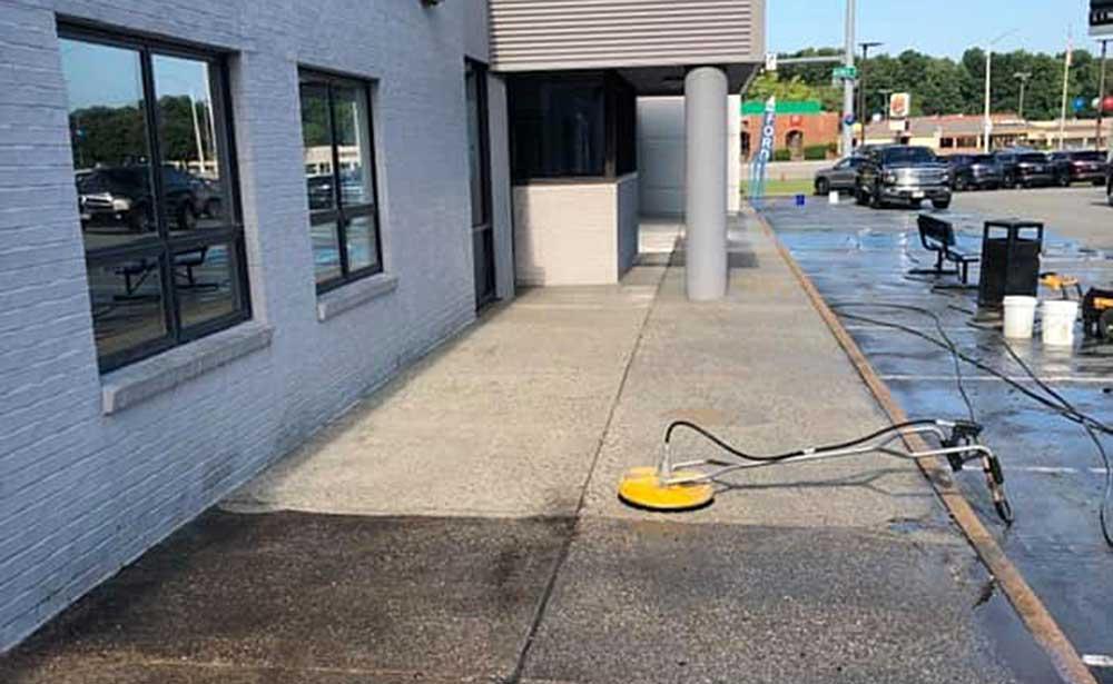 Commercial Concrete Sidewalk Power Wash